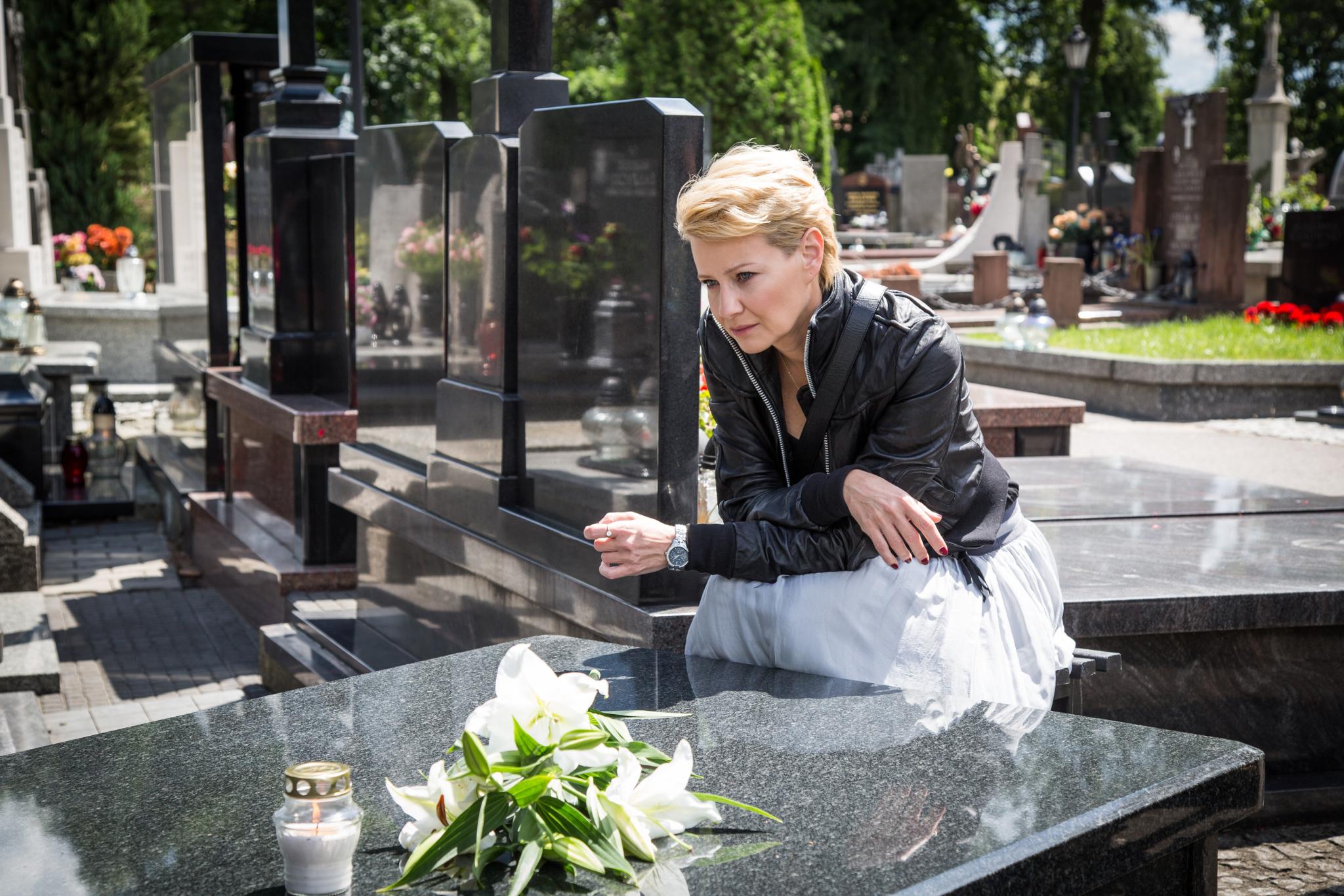 Monika Borecka (Małgorzata Kożuchowska)